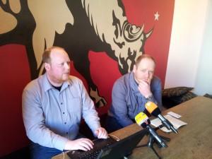 Damals (TM): Bernd Schlömer und Klaus Peukert laden im einschlägigen Ambiente des Oberholz zur PK.